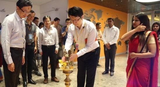 jeffrey-ju-co-chief-operating-officer-executive-vp-mediatek-inc-lighting-the-lamp-of-the-new-mediatek-office-in-bangalore